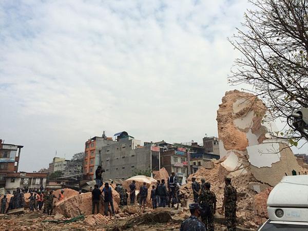 Dharhara_after_Nepalquake_2.jpg