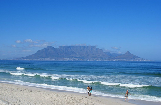 1024px-Table_Mountain_DanieVDM.jpg