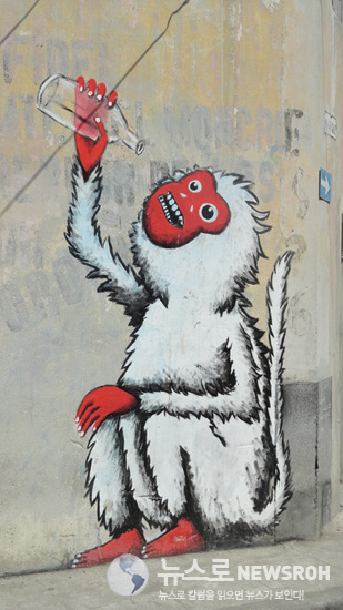 2015.3.26 원숭이와 술병.jpg