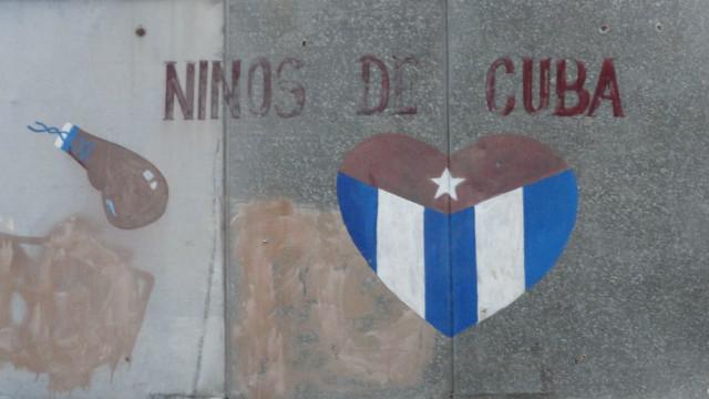Cuba 2015.3.28 쿠바의 아이들 이라고 써있는것을 보니 권투를 가르치는 체육관인듯 보인다.JPG