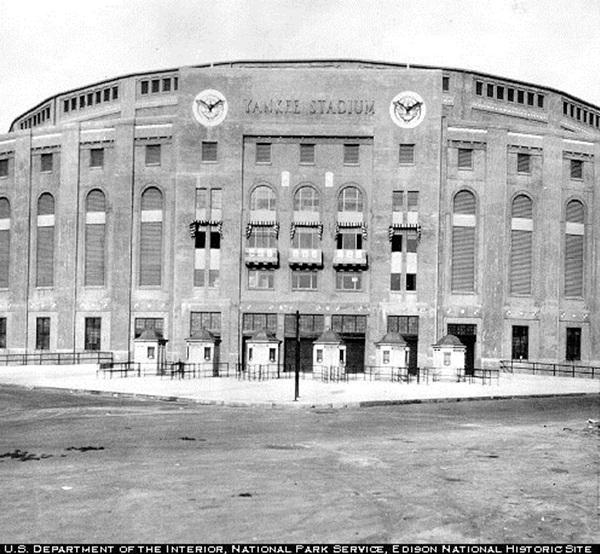 Yankee_Stadium,1920s.jpg