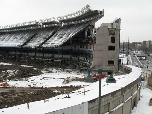800px-Yankee_Stadium_demolition.jpg