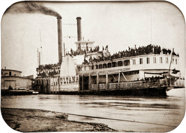 Civil_War_Steamer_Sultana_tintype,_1865.jpg