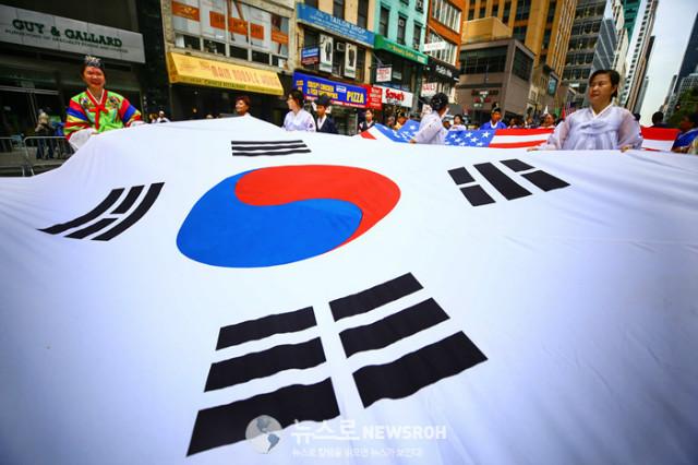 Korean Parade 2017_SNS_021.jpg