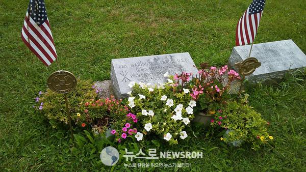 라루선장 묘소.jpg