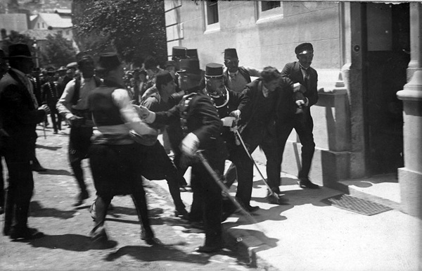 Gavrilo_Princip_captured_in_Sarajevo_1914.jpg