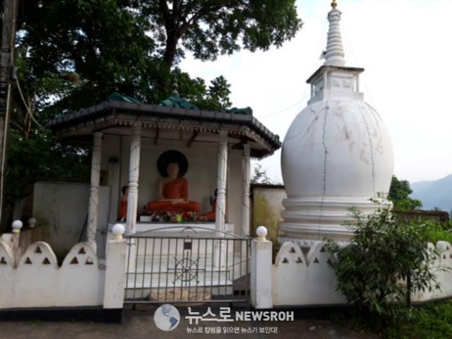 2 스리랑카는 불교 국가다. 동네 마다 이렇게 불상을 모신다..jpg