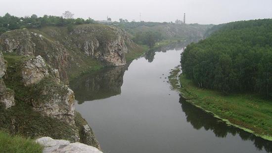 Iset River near Kamensk-Uralsky.jpg