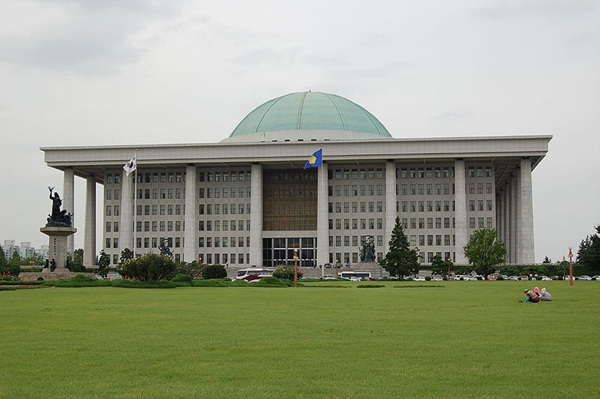 800px-Seoul-National_Assembly-01.jpg
