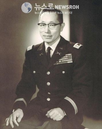 중령_시절의_김영옥(1960년대 초반).jpg