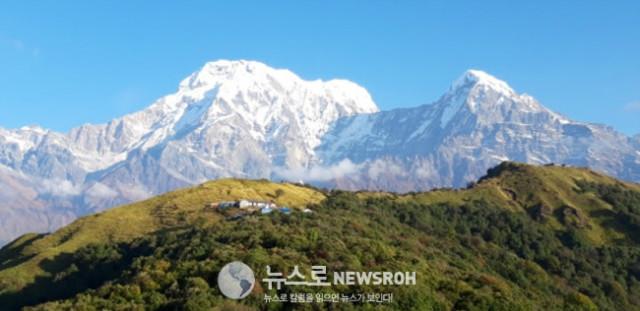17 하산 하면서 보이는 풍경들은 올라 갈 때 보다 더 아름답고 평화롭게 보였다. 역시 마음의 여유가 중요하다. 높은 산에도 사람들이 살고 있고 예쁜 마을들이 있었다.jpg